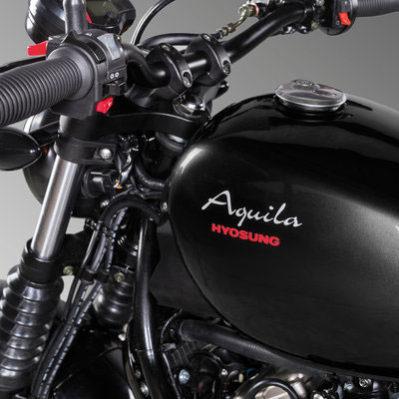 Hyosung - Motos bobber 125cc, réservoir